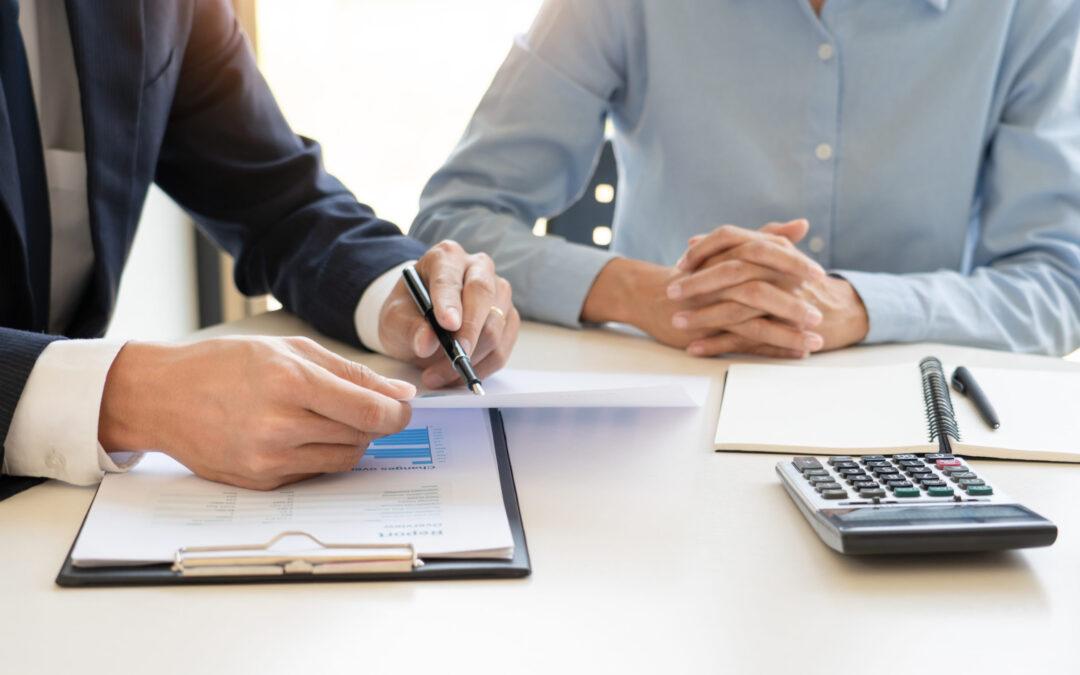 Más de 20 años de experiencia. Nuestra asesoría en Cáceres, la componen un grupo de profesionales especializados y con una amplia formación y experiencia en materia Laboral, Fiscal, Contable y Jurídica.